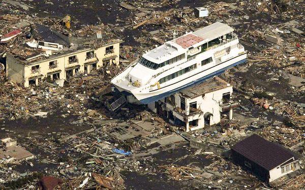 Những hình ảnh thảm họa động đất sóng thần năm 2011 khiến ai cũng thổn thức: Đến tận bây giờ, 2,500 người vẫn mất tích - Ảnh 3.