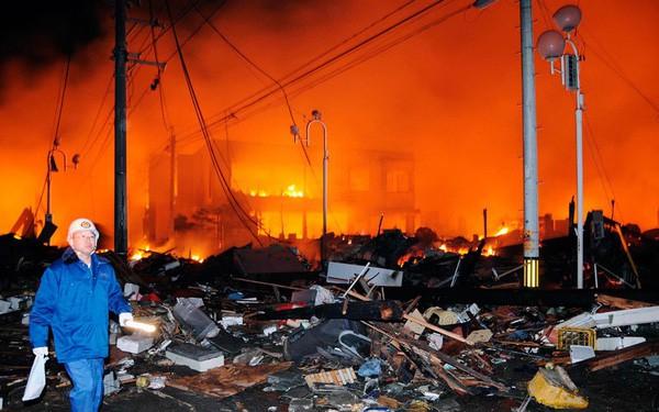 Những hình ảnh thảm họa động đất sóng thần năm 2011 khiến ai cũng thổn thức: Đến tận bây giờ, 2,500 người vẫn mất tích - Ảnh 4.