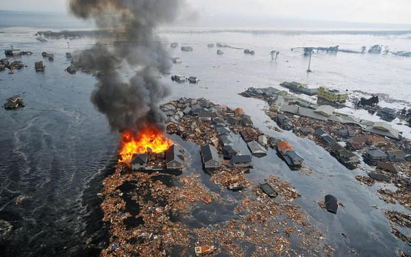 Những hình ảnh thảm họa động đất sóng thần năm 2011 khiến ai cũng thổn thức: Đến tận bây giờ, 2,500 người vẫn mất tích - Ảnh 19.