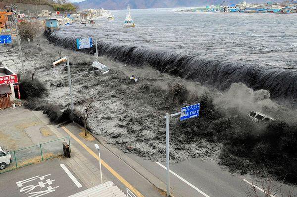 Những hình ảnh thảm họa động đất sóng thần năm 2011 khiến ai cũng thổn thức: Đến tận bây giờ, 2,500 người vẫn mất tích - Ảnh 6.