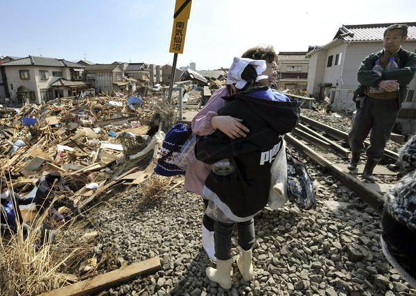 Những hình ảnh thảm họa động đất sóng thần năm 2011 khiến ai cũng thổn thức: Đến tận bây giờ, 2,500 người vẫn mất tích - Ảnh 8.