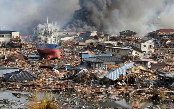 Những hình ảnh thảm họa động đất sóng thần năm 2011 khiến ai cũng thổn thức: Đến tận bây giờ, 2,500 người vẫn mất tích - Ảnh 20.