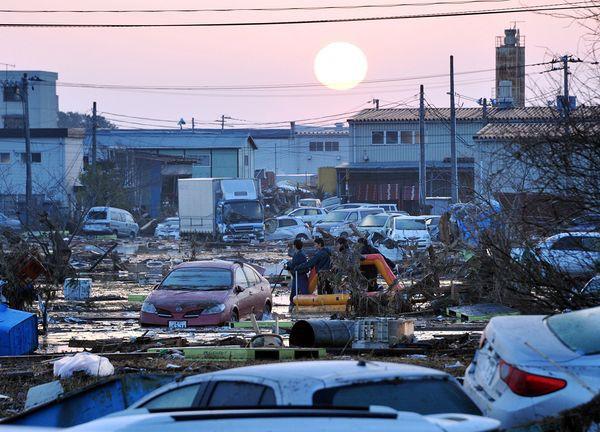Những hình ảnh thảm họa động đất sóng thần năm 2011 khiến ai cũng thổn thức: Đến tận bây giờ, 2,500 người vẫn mất tích - Ảnh 10.