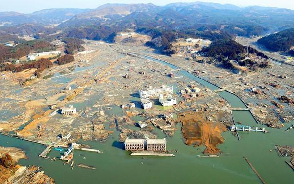 Những hình ảnh thảm họa động đất sóng thần năm 2011 khiến ai cũng thổn thức: Đến tận bây giờ, 2,500 người vẫn mất tích - Ảnh 30.