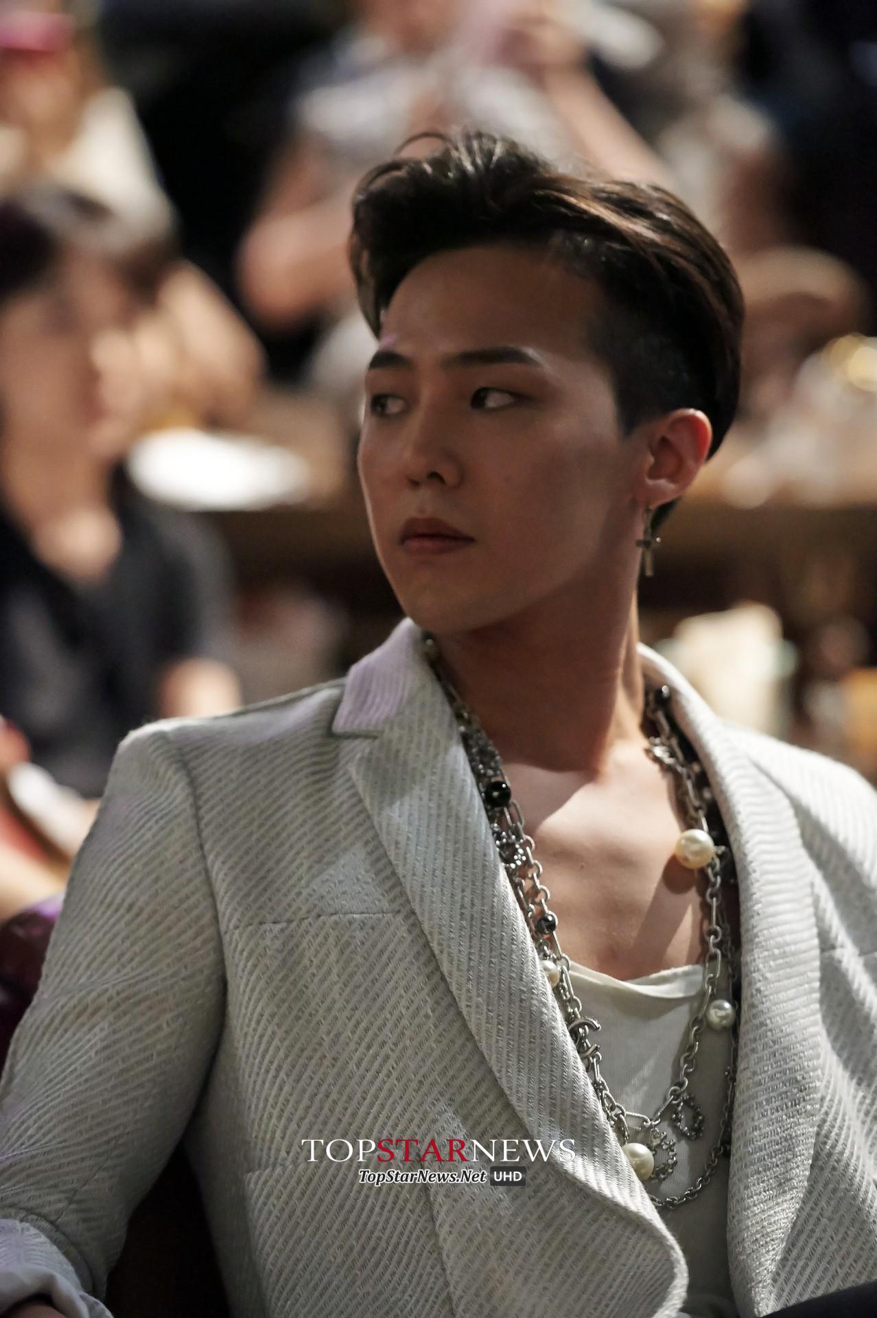 Lộ hình ảnh hiếm hoi của G-Dragon trong quân ngũ: Từ bộ xương di động lột xác thành ông chú bụng bia - Ảnh 2.
