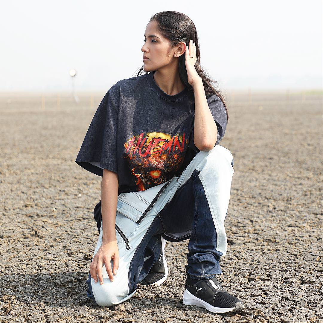 Next Top Ấn Độ cho thí sinh chụp hình catwalk giữa đồng ruộng - Ảnh 11.