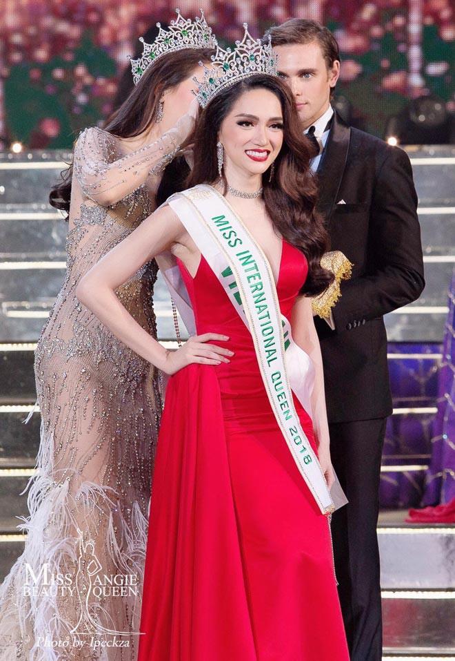 Giải thưởng khủng mà Hương Giang nhận được khi trở thành Tân Hoa hậu Chuyển giới Quốc tế 2018 - Ảnh 7.