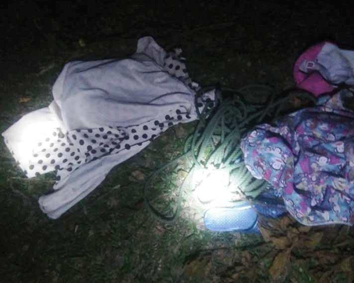Huế: Tìm kiếm bé gái 11 tuổi mất tích bí ẩn, phát hiện quần áo gần bãi rác - Ảnh 1.