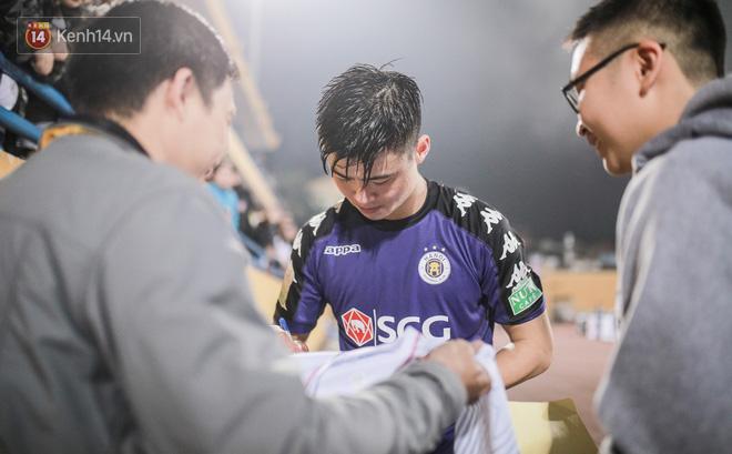 Fan nữ săn đón Duy Mạnh, Quang Hải như Idol Kpop - Ảnh 6.