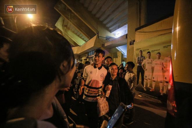 Fan nữ săn đón Duy Mạnh, Quang Hải như Idol Kpop - Ảnh 11.