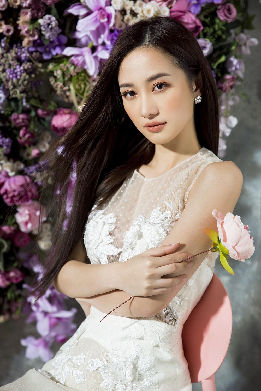 Diện đầm xẻ sâu táo bạo, Tuyết Anh Jun Vũ khoe nhan sắc mặn mà đầy quyến rũ - Ảnh 11.