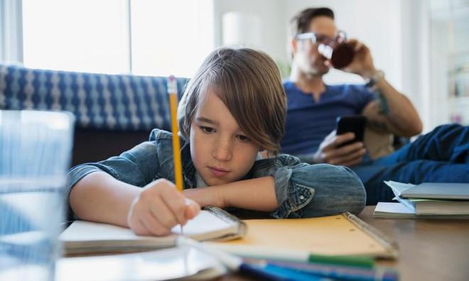 Tự lấy bản thân làm ví dụ trong giờ học khoa học, cô sinh viên nhận ra sự thật đau đớn về người cha ruột của mình - Ảnh 2.