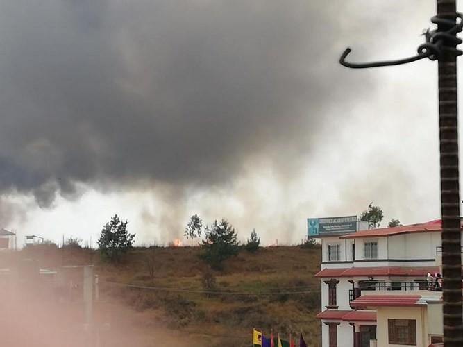 Ảnh: Hiện trường vụ máy bay gặp nạn khi hạ cánh ở Nepal, 50 người chết - Ảnh 2.