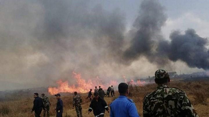 Ảnh: Hiện trường vụ máy bay gặp nạn khi hạ cánh ở Nepal, 50 người chết - Ảnh 11.