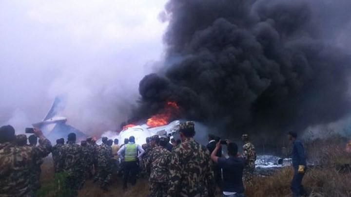 Ảnh: Hiện trường vụ máy bay gặp nạn khi hạ cánh ở Nepal, 50 người chết - Ảnh 12.