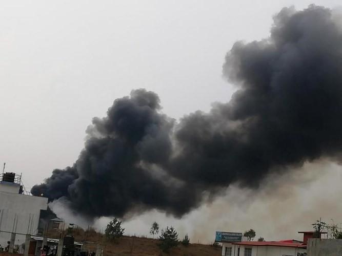 Ảnh: Hiện trường vụ máy bay gặp nạn khi hạ cánh ở Nepal, 50 người chết - Ảnh 3.