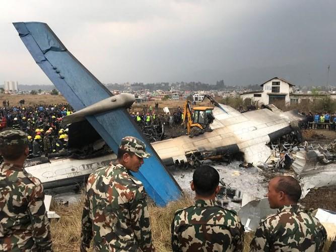 Ảnh: Hiện trường vụ máy bay gặp nạn khi hạ cánh ở Nepal, 50 người chết - Ảnh 5.