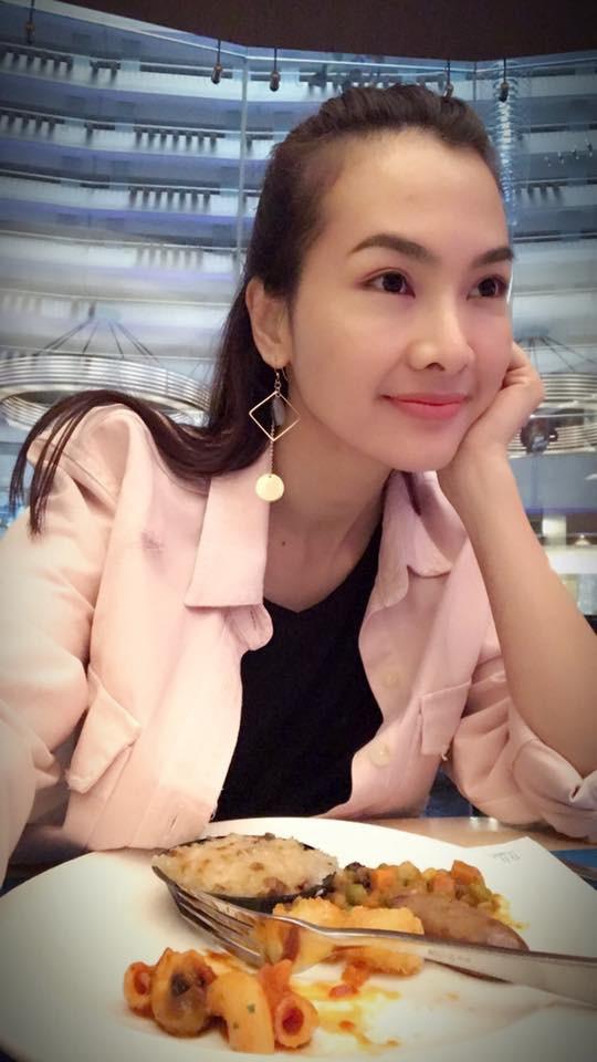 Siêu mẫu Hà Anh, diễn viên Anh Thư lên tiếng về bức ảnh mẹ vén váy hớ hênh cho con bú nơi công cộng - Ảnh 6.