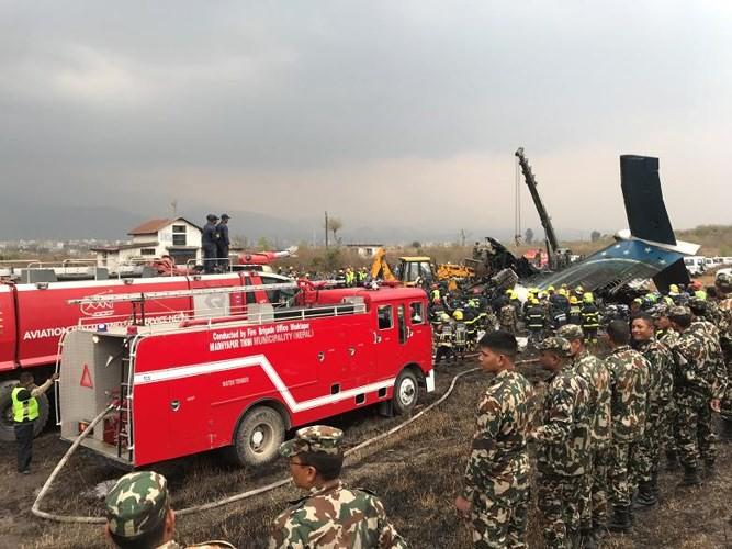 Ảnh: Hiện trường vụ máy bay gặp nạn khi hạ cánh ở Nepal, 50 người chết - Ảnh 7.