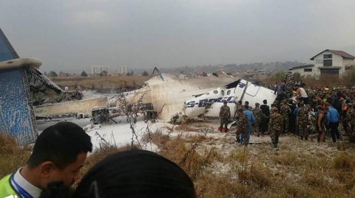 Ảnh: Hiện trường vụ máy bay gặp nạn khi hạ cánh ở Nepal, 50 người chết - Ảnh 10.
