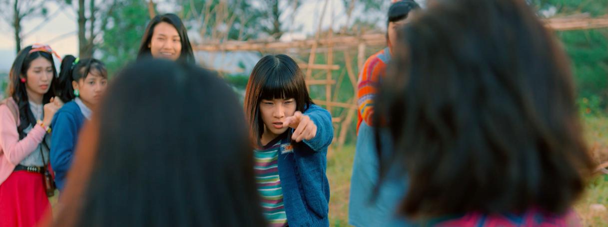Thu được 35 tỉ sau tuần đầu công chiếu, Tháng Năm Rực Rỡ tung clip Hoàng Yến Chibi lên đồng bắn ráp - Ảnh 5.