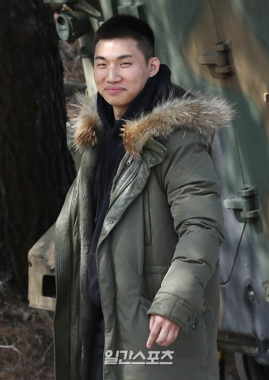Daesung đã cạo đầu, chính thức nhập ngũ cùng G-Dragon và các thành viên Big Bang vào hôm nay - Ảnh 4.