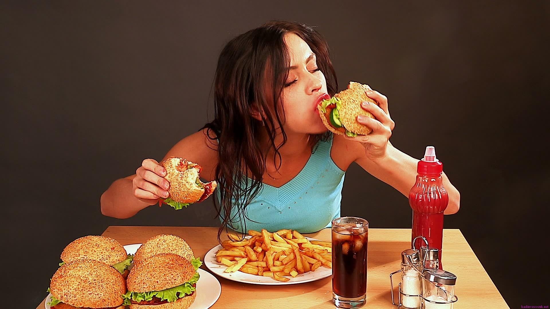 Nếu có các dấu hiệu này thì hãy từ bỏ ngay vì có thể bạn đang rơi vào ăn uống quá độ - Ảnh 2.