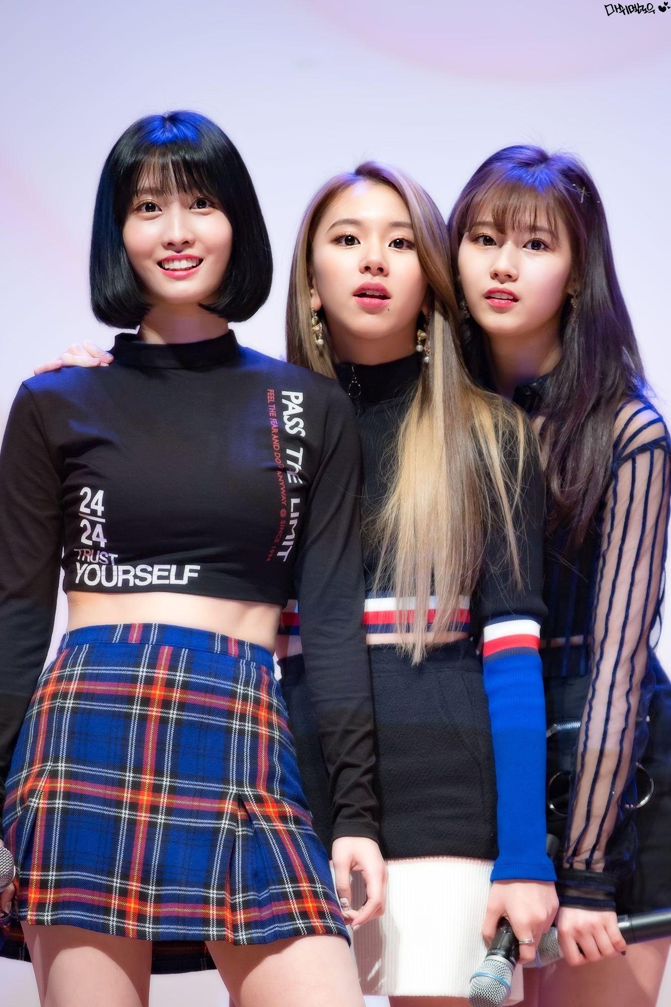 Theo concept trong sáng, thế mà stylist của Twice cũng không ít lần cắt ngắn trang phục cho sexy - Ảnh 1.