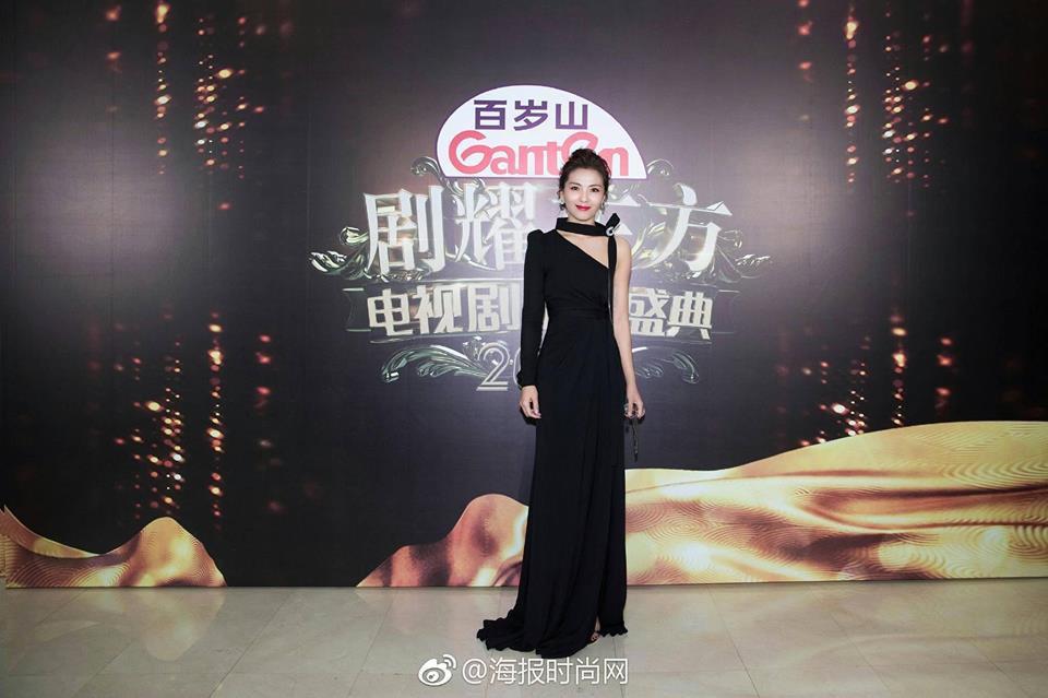Thảm đỏ hot nhất Cbiz hôm nay: Dương Mịch đè bẹp dàn mỹ nhân, bạn gái Luhan hot vì... thời trang khó hiểu - Ảnh 10.