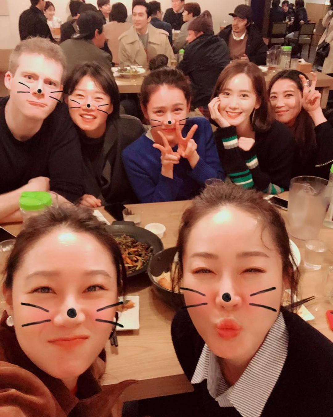 Khung cảnh sau sự kiện siêu khủng gây sốt: Nhóm bạn thân mỹ nhân hạng A tụ họp, Yoona và Park Bo Gum tíu tít - Ảnh 4.