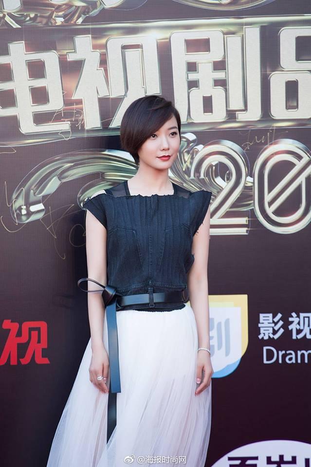 Thảm đỏ hot nhất Cbiz hôm nay: Dương Mịch đè bẹp dàn mỹ nhân, bạn gái Luhan hot vì... thời trang khó hiểu - Ảnh 15.