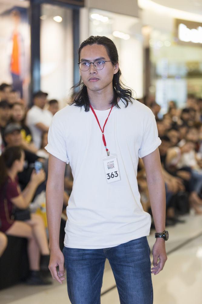 Mẫu 13 tuổi catwalk ấn tượng gây sốt, xuất hiện thí sinh giống Hoàng Thùy tại buổi casting VIFW Xuân/Hè 2018 - Ảnh 8.