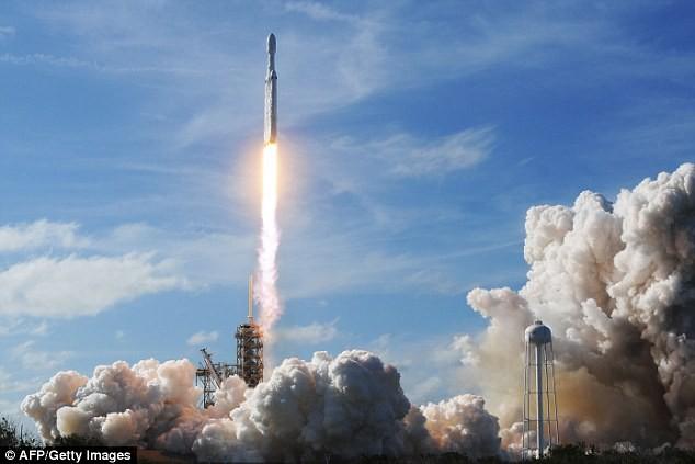 Elon Musk: Tàu vũ trụ lên sao Hỏa sẽ sẵn sàng trong NĂM TỚI, thế nhưng... - Ảnh 2.