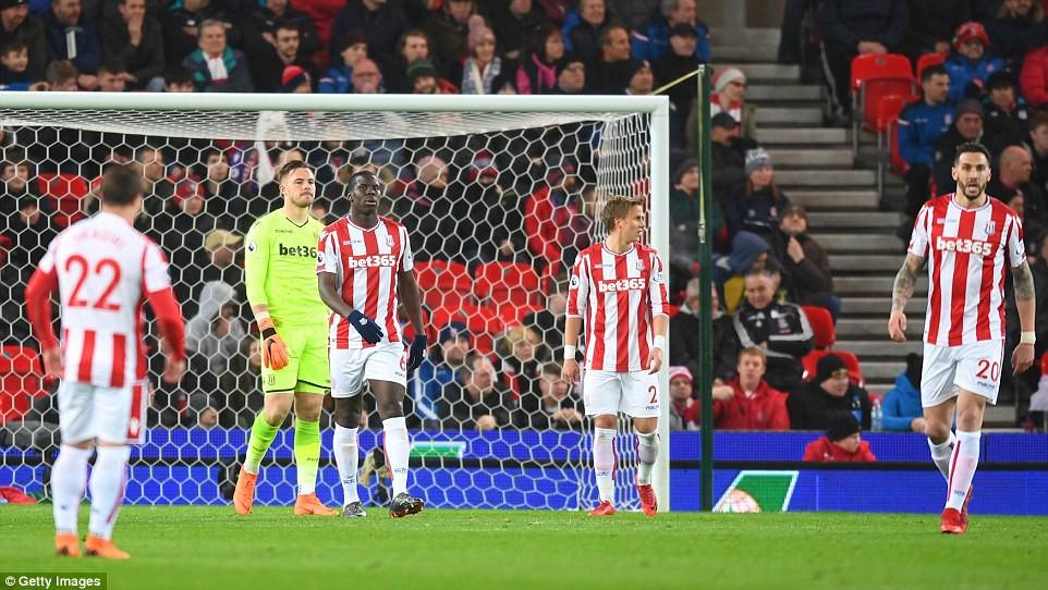 David Silva lập cú đúp, Man City hơn Man Utd tới 16 điểm - Ảnh 10.