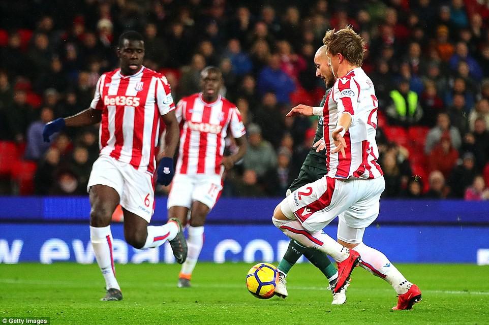 David Silva lập cú đúp, Man City hơn Man Utd tới 16 điểm - Ảnh 4.