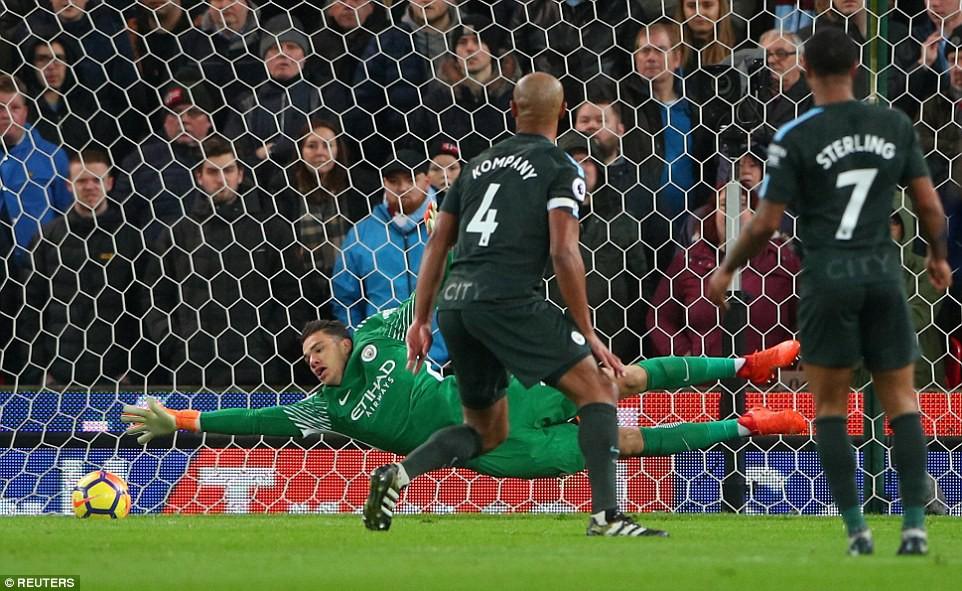 David Silva lập cú đúp, Man City hơn Man Utd tới 16 điểm - Ảnh 6.