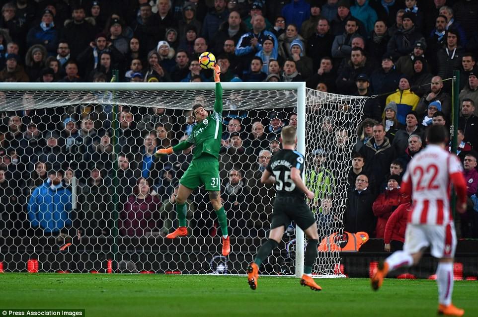 David Silva lập cú đúp, Man City hơn Man Utd tới 16 điểm - Ảnh 7.