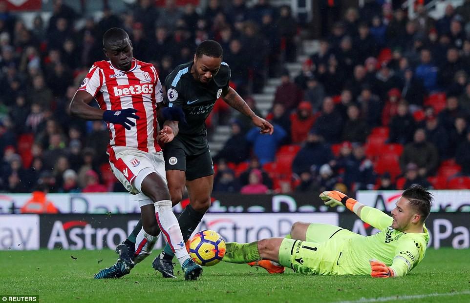 David Silva lập cú đúp, Man City hơn Man Utd tới 16 điểm - Ảnh 13.