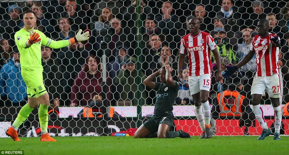 David Silva lập cú đúp, Man City hơn Man Utd tới 16 điểm - Ảnh 12.