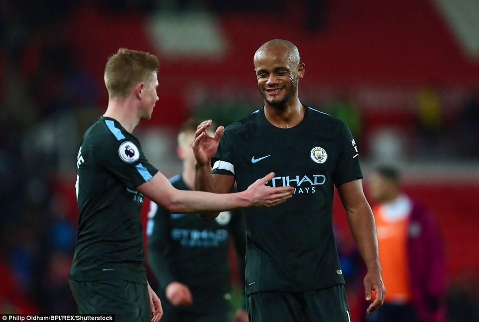David Silva lập cú đúp, Man City hơn Man Utd tới 16 điểm - Ảnh 14.