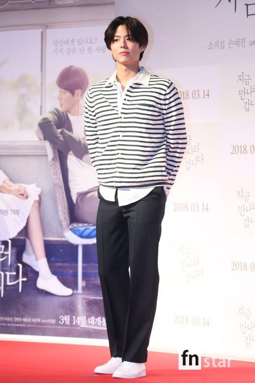 Lâu lắm rồi, người ta mới thấy Park Bo Gum trông sến sẩm và kém sắc như thế này - Ảnh 1.