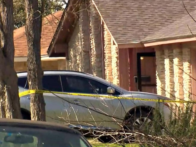 Dân Texas hoang mang về các gói đồ chết người trước cổng nhà - Ảnh 1.