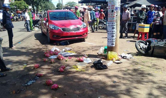 Cô gái tông 3 người thương vong giữa phố chợ bị khởi tố - Ảnh 1.