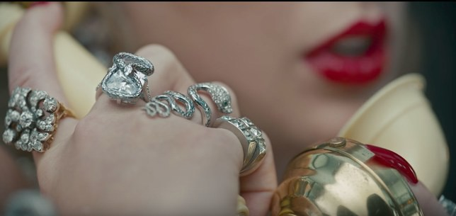 10 trứng phục sinh Taylor Swift giấu trong MV mới mà fan soi mỏi mắt mới ra - Ảnh 3.