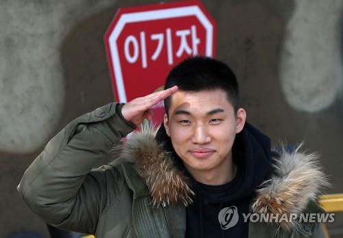 Daesung đã cạo đầu, chính thức nhập ngũ cùng G-Dragon và các thành viên Big Bang vào hôm nay - Ảnh 8.