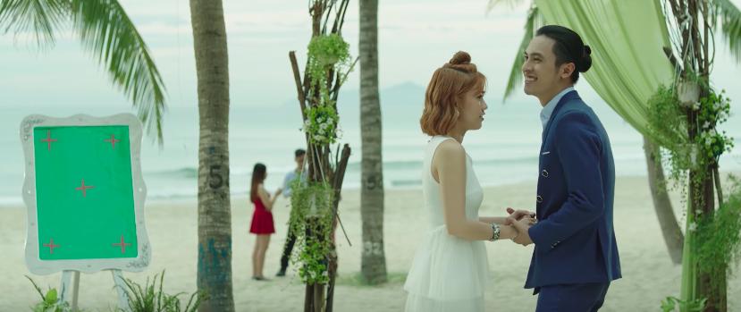 Thúy Vi gia nhập CLB người yêu cũ, diện đầm sexy đi phá đám cưới của Ngọc Thảo - Công Dương - Ảnh 2.