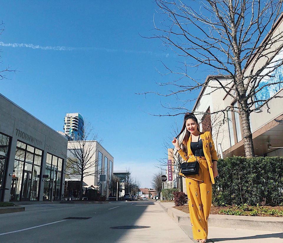 Street style sao tháng 3 báo hiệu màu vàng đang là hot trend khi Chi Pu, Hương Tràm, Văn Mai Hương... đều chọn mặc - Ảnh 2.