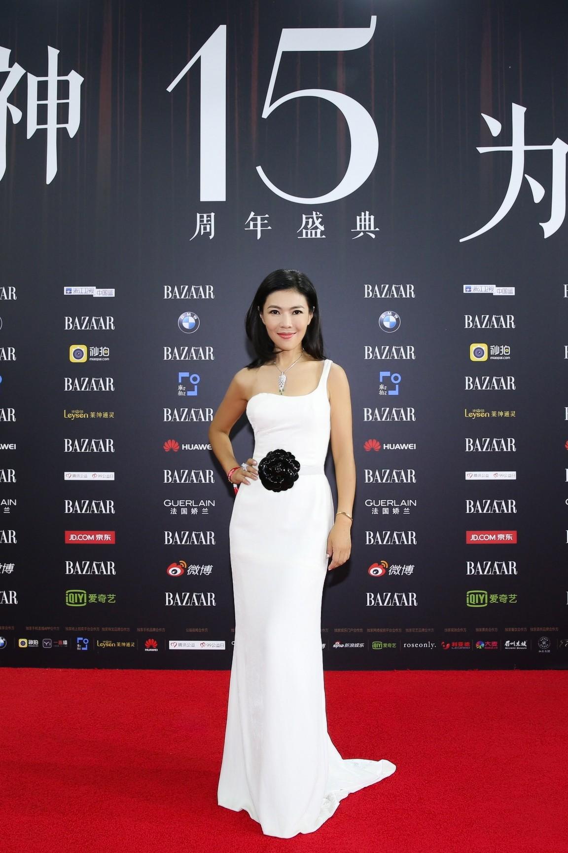 Cbiz choáng vì lá đơn từ chức của người phụ nữ quyền lực khiến Song Joong Ki, Phạm Băng Băng phải kiêng nể - Ảnh 4.
