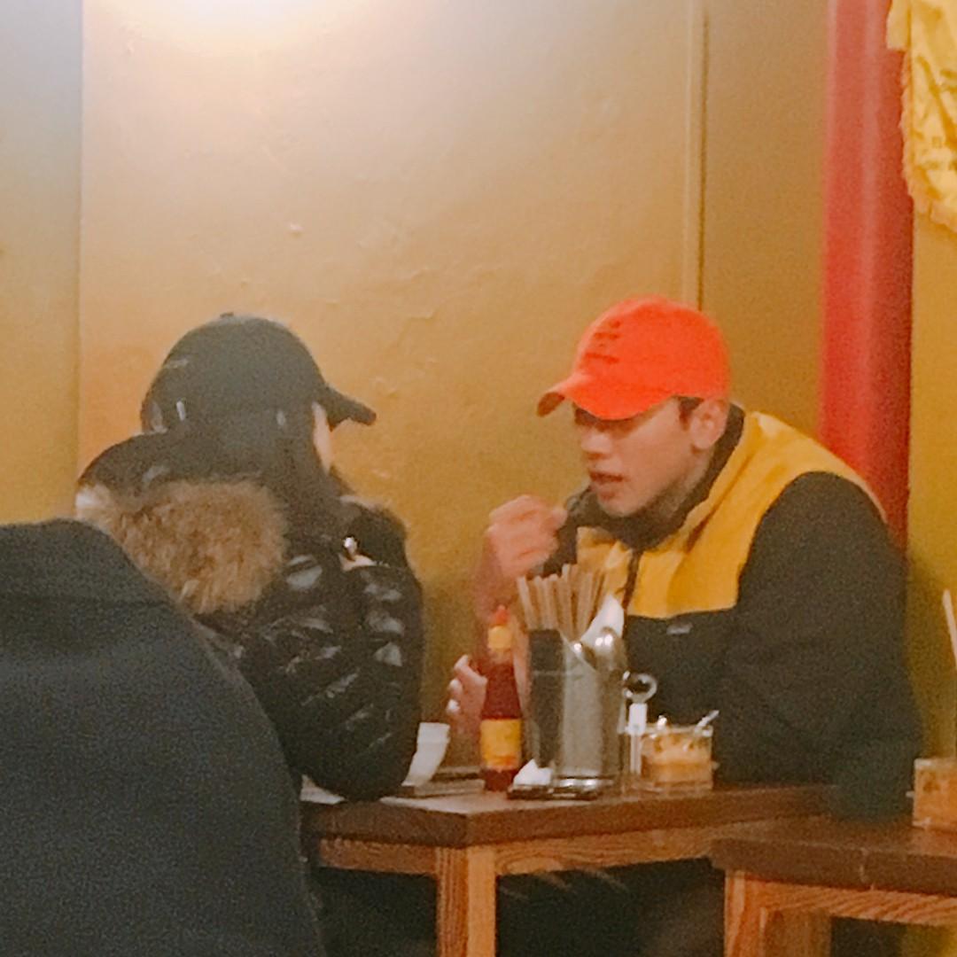 Sau tin đồn đến Việt Nam, vợ chồng Bi Rain và Kim Tae Hee tình tứ cùng nhau hẹn hò ở nhà hàng Việt - Ảnh 1.