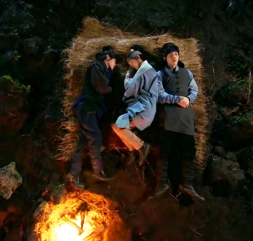 Tuyển tập khoảnh khắc diễn viên Hàn bị bạn diễn tàn nhẫn sỉ nhục chiều cao - Ảnh 20.